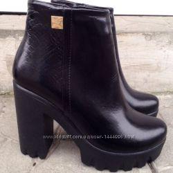 Ботинки женские зимние кожаные лаковые на высоком устойчивом каблуке с замк
