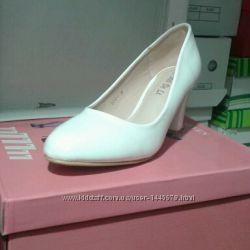 Туфлі лакові білі розміри 36 - 39.