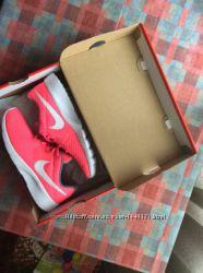 Продам кроссовки Nike Tanjun новые