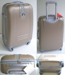Качественные средние пластиковые четырехколесные чемоданы. Много цветов
