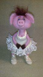Свинка балерина. Валяная из натуральной шерсти.