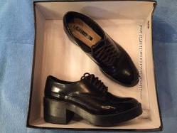 Ботинки ZARA лаковые черные на шнурках