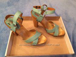 Босоножки голубые Stradivarius