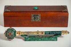 Сувенирная булава ручной работы из камня со стилетом