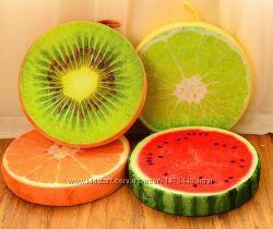 Необычайно милая подушка в виде фруктов