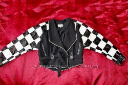 Куртка короткая, пиджак, ветровка косуха кожаная стрейч черно-белая