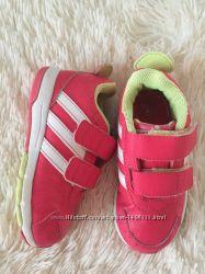 Яркие кроссовки ADIDAS 15 СМ