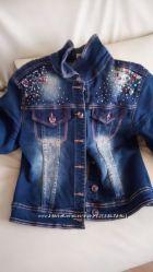 Фірмова джинсова курточка.