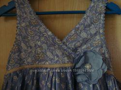 Платье-сарафан пышный с цветком.