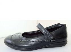 Clarks школьные кожаные черные туфли раз 33. 5, 34, 35