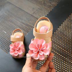 Босоножки в наличии розовые с цветком 15, 5см