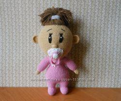 Вязанная игрушка Малышка