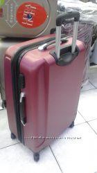 Самый большой из тройки чемодан Gravitt красивого бордового цвета