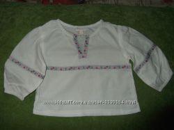 Рубашка, кофточка белая с вышитыми летами на девочку 6-12 мес.